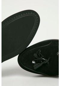 Wojas - Mokasyny zamszowe. Nosek buta: okrągły. Kolor: czarny. Materiał: zamsz