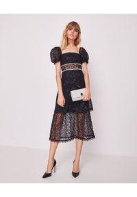 Czarna sukienka z kwadratowym dekoltem, z aplikacjami, na sylwestra, midi
