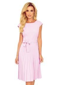 Numoco - Elegancka Sukienka z Plisowanym Dołem - Wrzosowa. Kolor: fioletowy. Materiał: poliester, elastan. Styl: elegancki