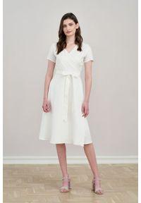 Marie Zélie - Sukienka Duilin lniana śmietankowa. Materiał: len. Długość rękawa: krótki rękaw. Typ sukienki: kopertowe