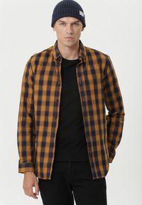 Born2be - Camelowa Koszula Deagon. Materiał: jeans. Długość rękawa: długi rękaw. Długość: długie