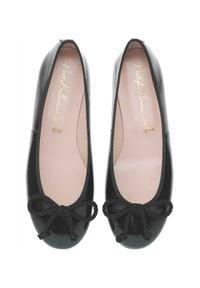 PRETTY BALLERINAS - Czarne baleriny ze skóry Rosario. Okazja: na co dzień. Nosek buta: okrągły. Kolor: czarny. Materiał: skóra. Styl: wizytowy, casual, klasyczny