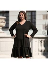 Czarna sukienka dla puszystych Moda Size Plus Iwanek na jesień