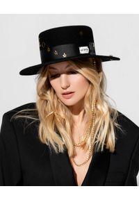 LESHKA - Czarny kapelusz z pozłacanymi detalami Gold Moon Canotier. Kolor: czarny. Wzór: aplikacja