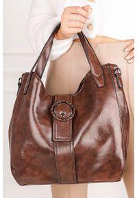 Casu - Brązowa torebka casu z ozdobnym kołem ak-17/512005/b. Kolor: brązowy