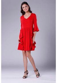 Czerwona sukienka wizytowa Nommo wizytowa, z falbankami, w kwiaty