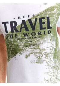 Biały t-shirt TOP SECRET z dekoltem w łódkę, na lato, z krótkim rękawem, casualowy