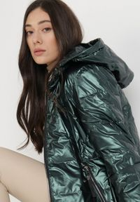 Born2be - Ciemnozielona Kurtka Thessotis. Kolor: zielony. Materiał: tkanina. Długość: długie. Styl: sportowy