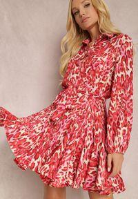 Renee - Czerwona Sukienka Delis. Kolor: czerwony. Długość rękawa: długi rękaw. Wzór: jednolity, gładki. Typ sukienki: koszulowe, rozkloszowane. Styl: elegancki. Długość: mini