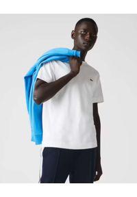 Lacoste - LACOSTE - Biały t-shirt z logo Unisex Fit. Kolor: biały. Materiał: bawełna. Styl: klasyczny