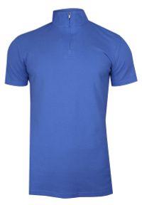 Chiao - Niebieska Koszulka Polo na Stójce -CHIAO- 100% Bawełna, Męska, Krótki Rękaw, na Zamek. Typ kołnierza: kołnierzyk stójkowy, polo. Kolor: niebieski. Materiał: bawełna. Długość rękawa: krótki rękaw. Długość: krótkie