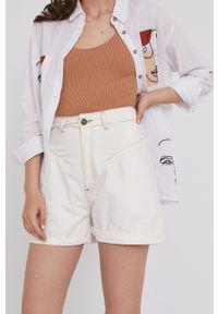 Answear Lab - Szorty jeansowe. Okazja: na co dzień. Stan: podwyższony. Kolor: biały. Materiał: jeans. Styl: wakacyjny