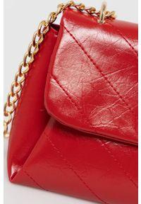 Nobo - Torebka. Kolor: czerwony. Rodzaj torebki: na ramię