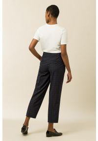 IVY & OAK - Spodnie Phoebe Rose. Okazja: na co dzień. Stan: podwyższony. Kolor: niebieski. Materiał: poliester. Styl: casual