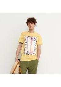 House - Koszulka z nadrukiem Catching Waves - Kremowy. Kolor: kremowy. Wzór: nadruk