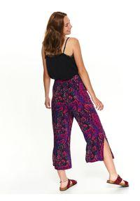 Różowe spodnie TOP SECRET na lato, w kolorowe wzory