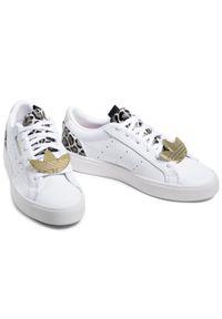 Adidas - Buty adidas - Sleek W FY5064 Ftwwht/Cbrown/Scrpnk. Zapięcie: sznurówki. Kolor: biały. Materiał: skóra. Szerokość cholewki: normalna. Wzór: motyw zwierzęcy. Styl: klasyczny