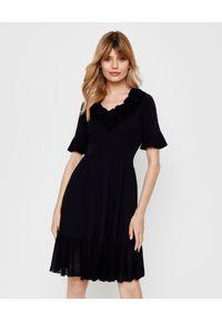 Pinko - PINKO - Czarna sukienka z falbanami Dribbling. Kolor: czarny. Materiał: materiał. Styl: klasyczny. Długość: mini