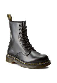 Czarne buty zimowe Dr. Martens na co dzień, z cholewką