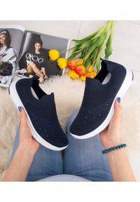 Niebieskie buty sportowe SKOTNICKI bez zapięcia, trekkingowe, w kolorowe wzory