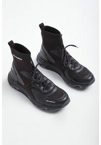 Karl Lagerfeld - SNEAKERSY KARL LAGERFELD. Wysokość cholewki: przed kolano. Zapięcie: sznurówki. Materiał: tworzywo sztuczne, guma. Szerokość cholewki: normalna. Wzór: nadruk