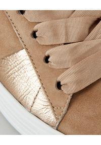 KENNEL&SCHMENGER - Metaliczne sneakersy ze skórzanymi wstawkami. Kolor: beżowy. Materiał: skóra. Sezon: lato