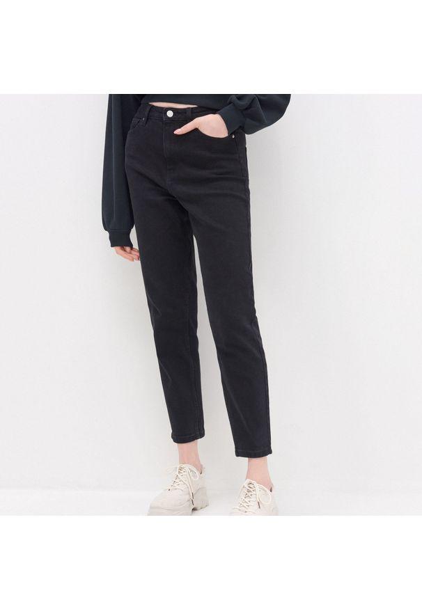 House - Mom jeans - Czarny. Kolor: czarny