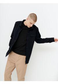 outhorn - Koszula regular cargo męska. Okazja: na co dzień. Materiał: bawełna, tkanina, elastan. Długość rękawa: długi rękaw. Długość: długie. Styl: casual