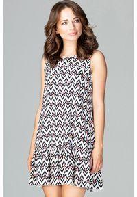 Lenitif - Trapezowa sukienka w modne wzory dół z falbaną. Długość rękawa: bez rękawów. Wzór: geometria. Typ sukienki: trapezowe. Styl: elegancki