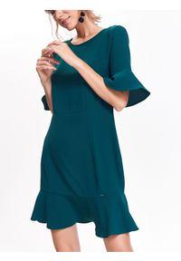 TOP SECRET - Sukienka z falbankami. Typ kołnierza: kołnierz z falbankami. Kolor: zielony. Długość rękawa: krótki rękaw. Sezon: jesień, zima. Styl: klasyczny