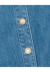 Balmain - BALMAIN - Jeansowa sukienka maxi. Kolor: niebieski. Materiał: jeans. Długość rękawa: długi rękaw. Typ sukienki: z odkrytymi ramionami. Długość: maxi
