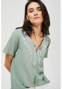 MOODO - Koszula z haftem. Materiał: wiskoza. Długość rękawa: krótki rękaw. Długość: krótkie. Wzór: haft