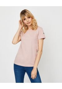 MONCLER - Różowa koszulka z logo. Kolor: różowy, fioletowy, wielokolorowy. Materiał: dresówka, bawełna. Wzór: aplikacja. Sezon: wiosna. Styl: sportowy