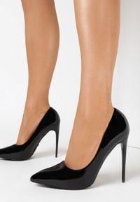 Born2be - Czarne Szpilki Thegina. Nosek buta: szpiczasty. Kolor: czarny. Materiał: lakier. Szerokość cholewki: normalna. Obcas: na szpilce. Wysokość obcasa: wysoki