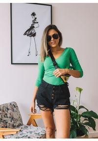 Zielona bluzka Fanaberia.com w kolorowe wzory, z dekoltem w kształcie v, na lato