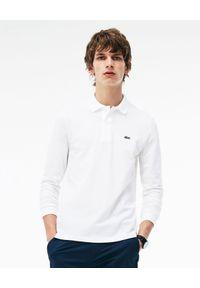 Lacoste - LACOSTE - Biały t-shirt polo z długim rękawem Regular Fit. Okazja: do pracy, na co dzień, na spotkanie biznesowe. Typ kołnierza: polo. Kolor: biały. Materiał: tkanina, dresówka, jeans. Długość rękawa: długi rękaw. Długość: długie. Wzór: haft. Styl: sportowy, klasyczny, casual, biznesowy