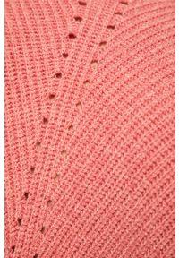 Różowy sweter medicine