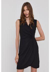 Morgan - Sukienka. Kolor: czarny. Materiał: tkanina. Wzór: gładki. Typ sukienki: dopasowane