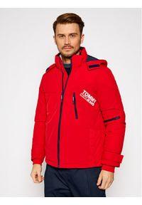 Tommy Jeans Kurtka zimowa Czerwony DM0DM08761 Czerwony Regular Fit. Kolor: czerwony. Sezon: zima
