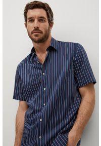 Mango Man - Koszula FERRI. Typ kołnierza: kołnierzyk klasyczny. Kolor: niebieski. Materiał: tkanina, materiał. Długość rękawa: krótki rękaw. Długość: krótkie. Styl: klasyczny