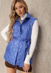 Renee - Niebieska Kamizelka Thaelehe. Typ kołnierza: golf. Kolor: niebieski. Materiał: jeans, materiał. Wzór: jednolity. Styl: elegancki