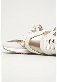 Złote buty sportowe Guess Jeans z cholewką, na sznurówki, z okrągłym noskiem, na średnim obcasie