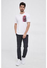 Hugo - T-shirt bawełniany. Okazja: na co dzień. Kolor: biały. Materiał: bawełna. Wzór: aplikacja, nadruk. Styl: casual