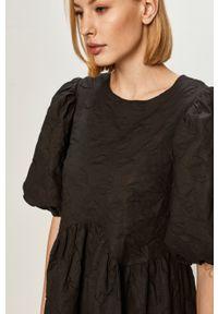Vila - Sukienka. Kolor: czarny. Materiał: tkanina. Wzór: gładki. Typ sukienki: rozkloszowane