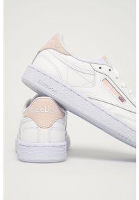 Białe sneakersy na obcasie, Reebok Classic, z cholewką