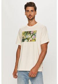 Levi's® - Levi's - T-shirt. Okazja: na spotkanie biznesowe. Kolor: beżowy. Wzór: nadruk. Styl: biznesowy