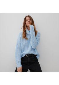 Reserved - Sweter z golfem - Niebieski. Typ kołnierza: golf. Kolor: niebieski