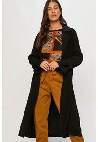 Answear - Płaszcz Answear Lab. Kolor: czarny. Materiał: tkanina. Wzór: gładki. Styl: wakacyjny