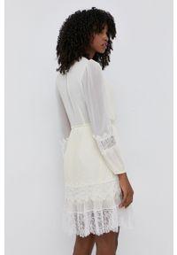 TwinSet - Twinset - Sukienka. Kolor: beżowy. Materiał: tkanina, koronka. Długość rękawa: długi rękaw. Typ sukienki: plisowane, rozkloszowane