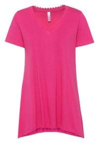 """T-shirt z dłuższymi bokami bonprix różowy """"pinklady"""". Kolor: różowy. Materiał: koronka. Długość: długie. Wzór: koronka"""